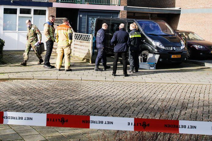 Een bewoner van de Hoofdwal in Gorinchem is vrijdagochtend in zijn woning gewond geraakt door vuurwerk.