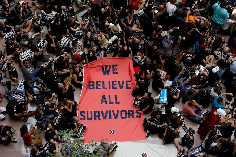Demonstranten bij het Senaatsgebouw Beeld REUTERS