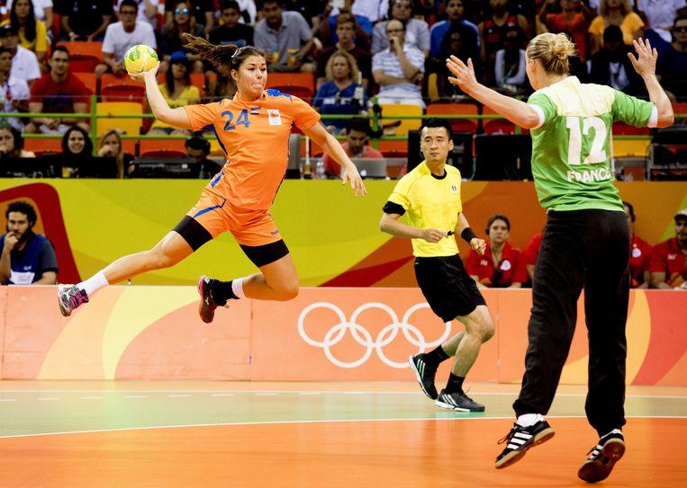Martine Smeets van Nederland in de Future Arena tijdens de halve finale tegen Frankrijk op de Olympische Spelen van Rio. Beeld ANP