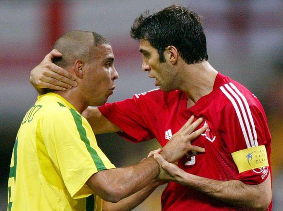 Şükür met Ronaldo in de halve finale van het WK 2002 in Japan en Zuid-Korea.