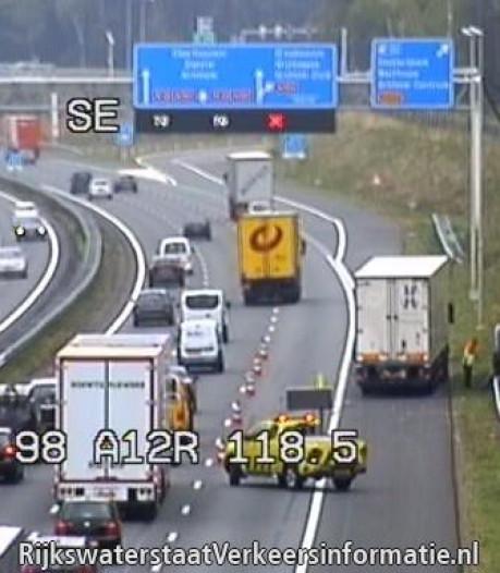 Ongeval met vrachtwagen bij Wolfheze leidt tot lange file op A12