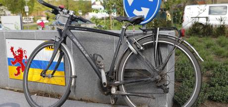 Politie zoekt nog uren naar identiteit van  aangereden fietsster in Mook