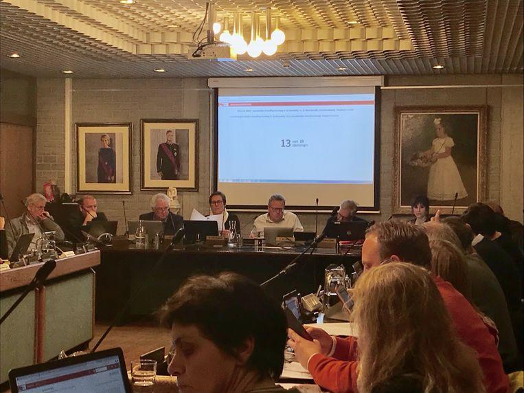 De gemeenteraadsleden kunnen de stemming voortaan digitaal volgen.