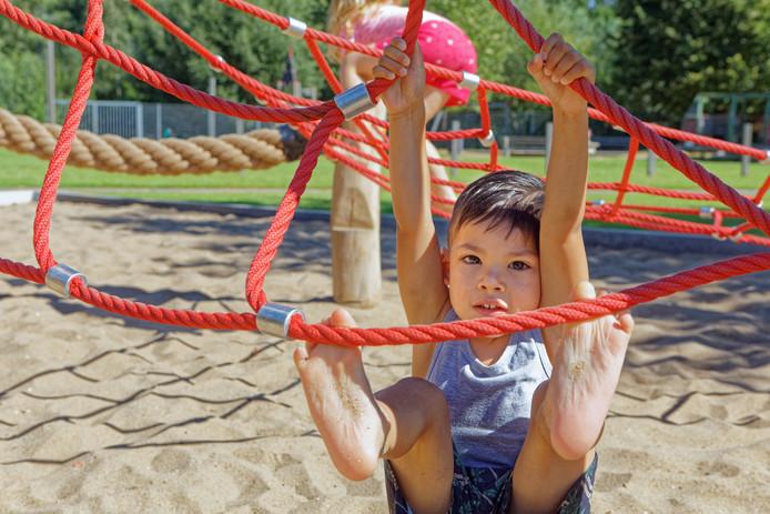 Voetjes van de vloer en hangen in de touwen.