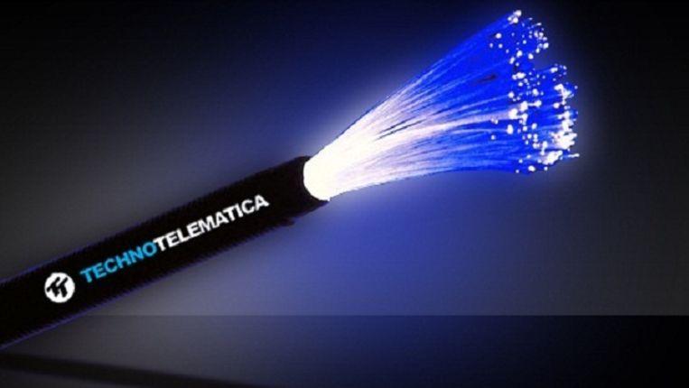 In een kabel van een goede vinger dik passen honderden glasvezellijntjes. Beeld Technotelematica