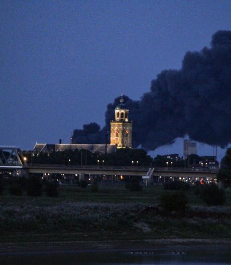 Grote brand Deventer onder controle ondanks lastige omstanders