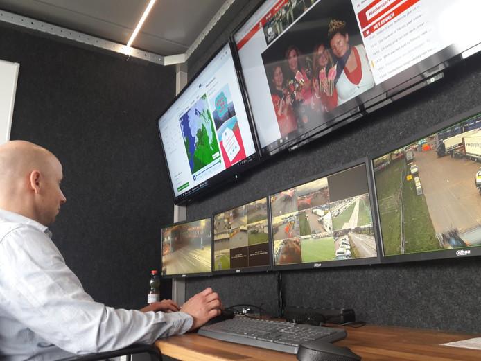 Roel van der Heijden achter de schermen van Alco Beveiliging, dat het crowd management voor Karnaval Festival verzorgt.