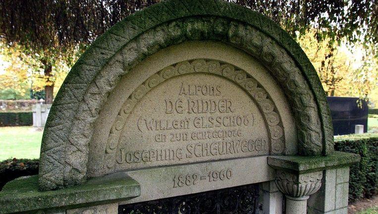 Het graf van Willem Elsschot en zijn vrouw. Foto GPD Beeld