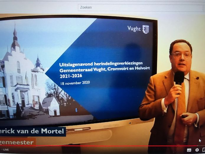Burgemeester Roderick van de Mortel leidt de online-verkiezingsavond in Vught.