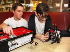 Opperste concentratie tijdens legorobotwedstrijd in Vlissingen