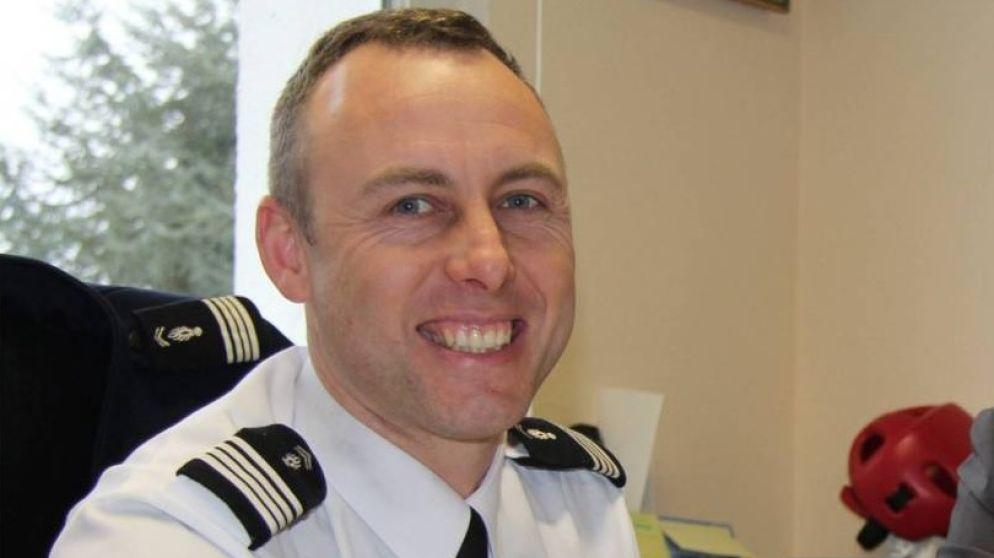 Deze heldhaftige agent nam vrijwillig plaats in van gijzelaar en hielp met openliggende telefoon gijzeling op te lossen