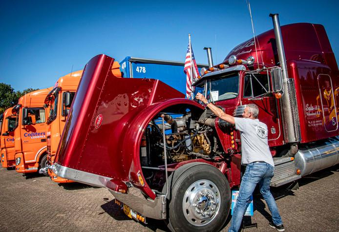 """In 1997 kocht Alfred Rokven de U.S Heavy Duty Truck die 385pk heeft, in 1986 is gebouwd en 160 kilometer per uur kan. ,,Deze heeft zes weken op de boot gestaan."""""""