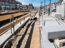 De kademuren van de haven in Zevenbergen worden afgedekt met Portugees graniet