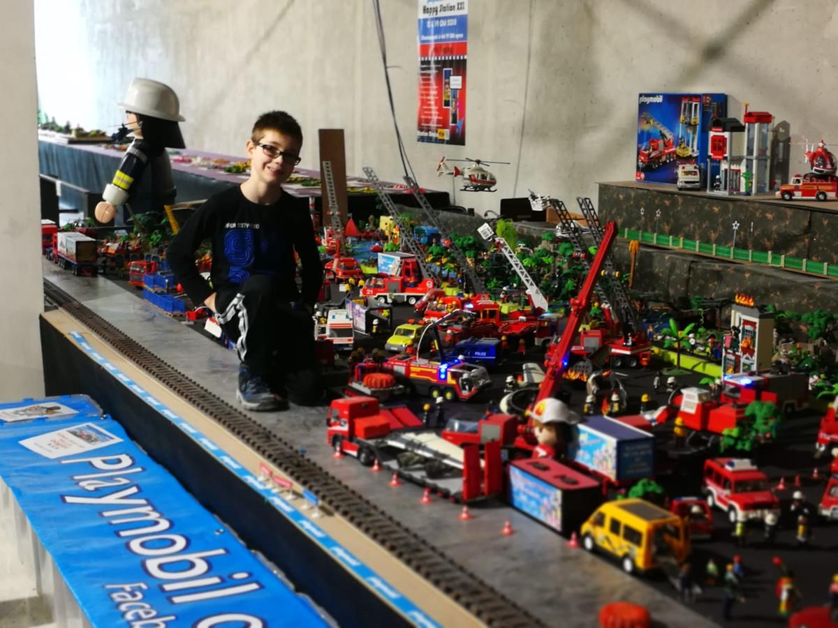 Jayden Boluyt bij zijn unieke Playmobil-collectie, voor het ongeluk.