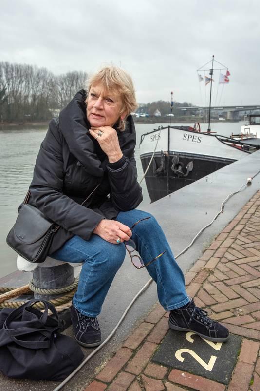 Margreet Blanken bij de Rijn.