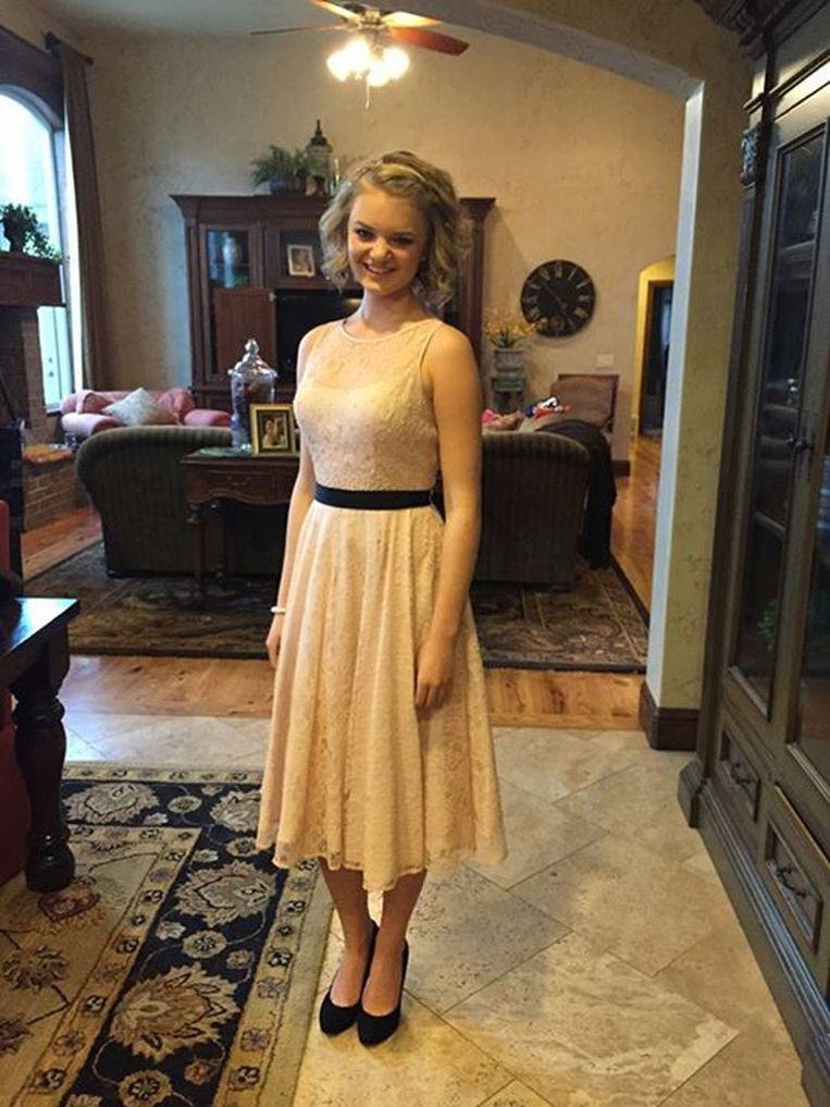 b48f258f0dce50 Gabi poseert in haar erg uitdagende jurk op Facebook.