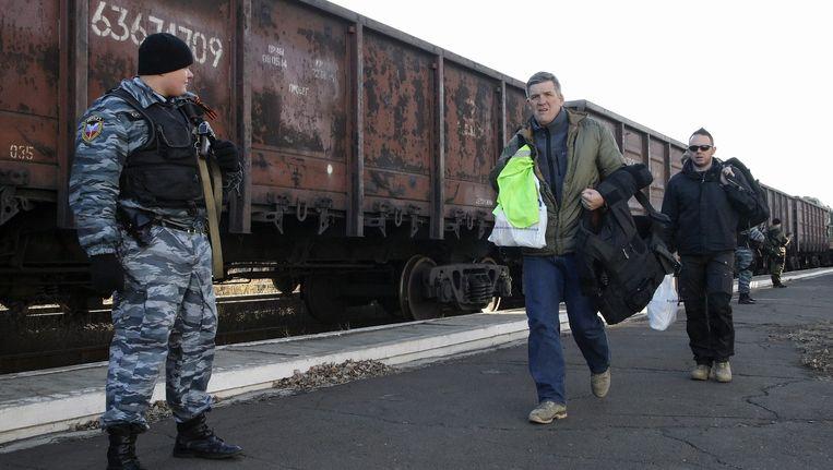 Nederlandse onderzoekers bij de trein met wrakstukken van de MH17 Beeld EPA