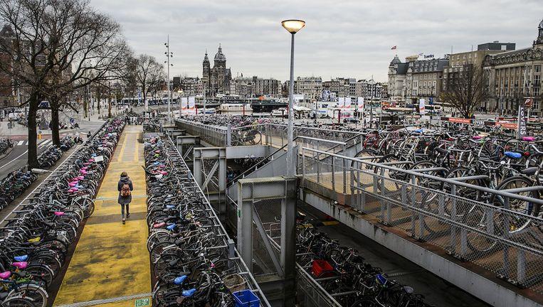 Een fietsenstalling aan de centrumzijde van Amsterdam Centraal. Beeld anp