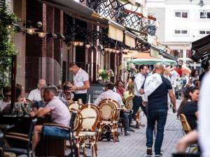 Les Belges ont franchi la frontière et la règle sans hésiter: direction les terrasses des Pays-Bas