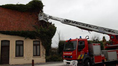 Gevel en dak beschadigd nadat storm klimop lostrekt