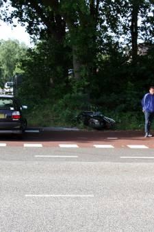 Scooterrijdster gewond na aanrijding in Ede