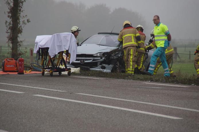 Bij het ongeval op de Slingerparallel (N317) bij Ulft raakten twee automobilisten gewond.