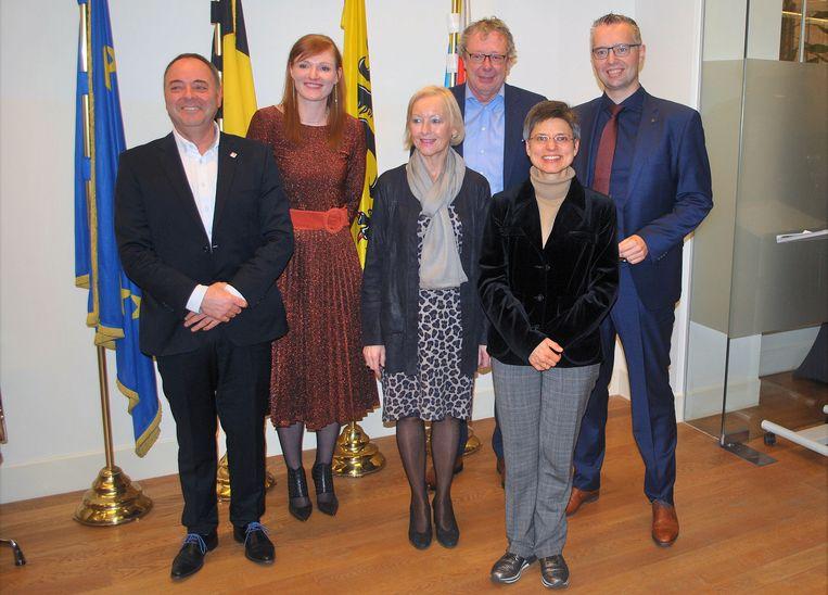 De 5 Kempische burgemeesters die de eed aflegden in het Provinciehuis bij gouverneur Cathy Berx.