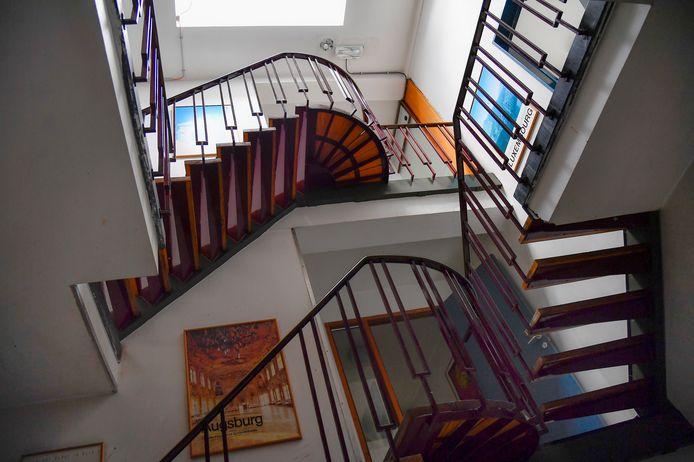 De trappenhal van de Abdijschool.