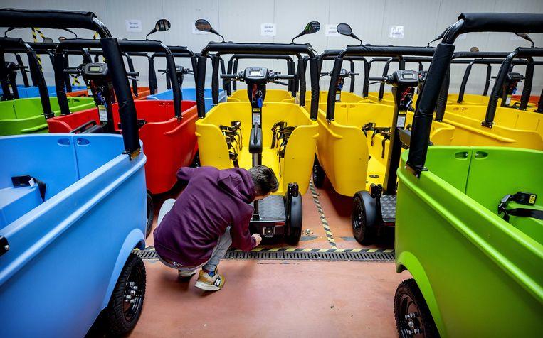 BSO Bussen in een magazijn.  Beeld ANP