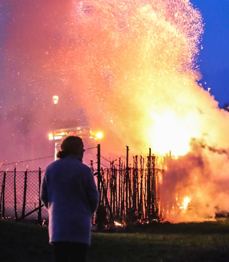 Heg langs Waardheim gaat in rook op