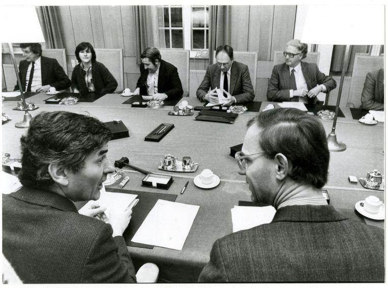 Op de voorgrond: Ruud Lubbers in gesprek met Onno Ruding. Beeld anp