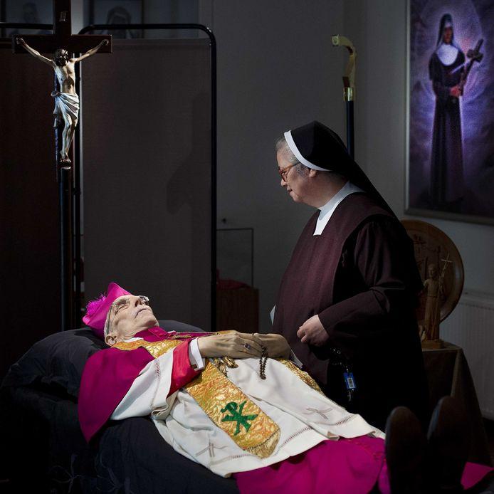 Oud-bisschop Jo Gijsen overleed in juni 2013 op 80-jarige leeftijd. Hij lag opgebaard in het klooster van de zusters Karmelietessen in Sittard.