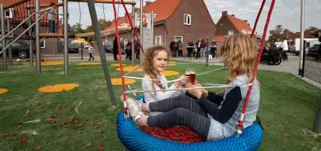 Niet alleen vreugde bij nieuw speeltuin in Helmondse wijk: 'Dat klimrek kan ik echt niet op'