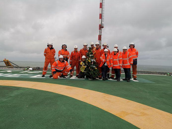 Collega's van Henk op het productieplatform op de Noordzee.