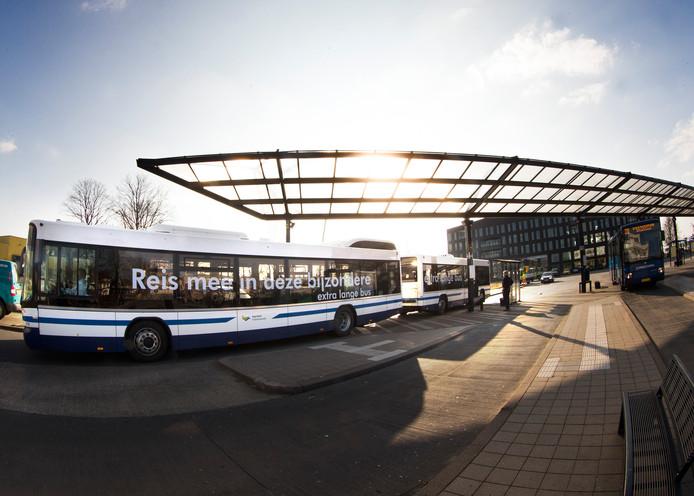 De bus tussen Doetinchem en Groenlo rijdt in de spitsuren met een 'aanhanger'. Die ziet eruit als een normale bus, maar hoeft niet bestuurd te worden. De aanhanger kan binnen vijf minuten gekoppeld worden aan de reguliere bus. Archieffoto.