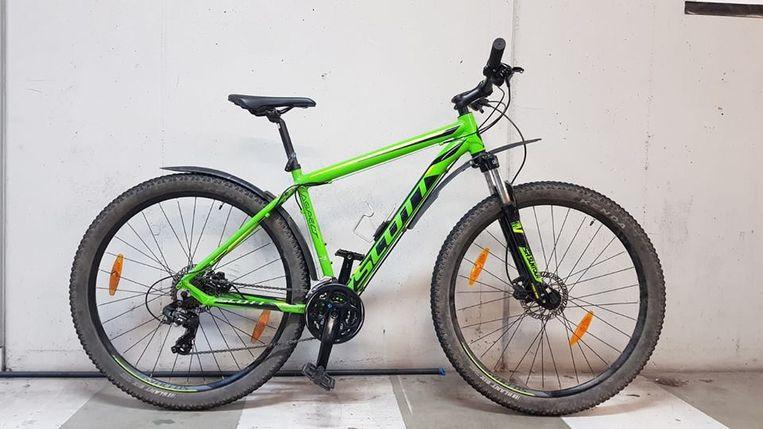 Fietsendief op heterdaad betrapt in Leuven. De gestolen mountainbike in kwestie.