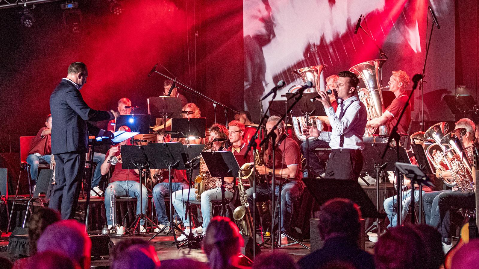 De viering van de veertigste verjaardag van de Luttenbergse muziekvereniging De Bergklanken.