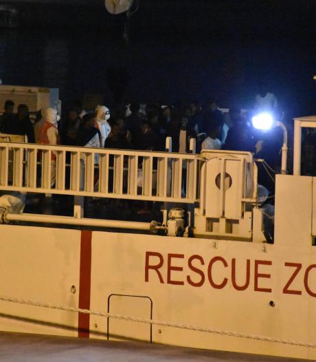 Reddingsschip legt aan in Italië, maar opvarenden mogen niet aan wal