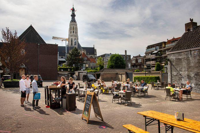 Terras in het centrum van Breda. Het plan om ook op het Chasséveld terrassen weg te zetten is afgeblazen.