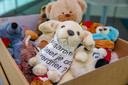 CODA bewaart dozen vol met knuffels die op straat zijn gelegd na de aanslag bij de Naald.