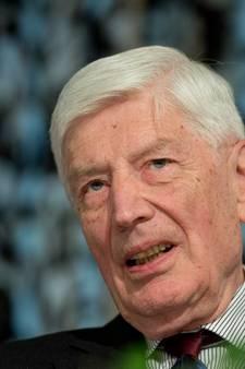 Oud-premier Van Agt rookt na 86 jaar eerste joint