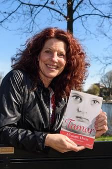 Oud-Hengelose Monique Hoolt signeert haar debuutroman