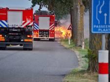 Tractor geladen met stro in brand gevlogen in Steenbergen