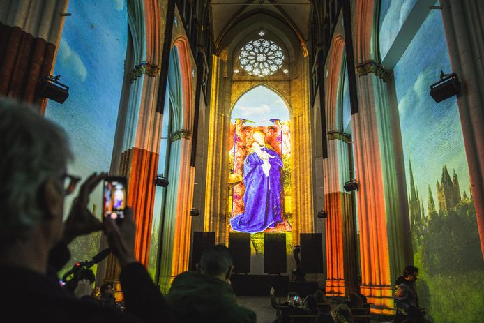 Lights on Van Eyck in de Sint-Niklaaskerk.