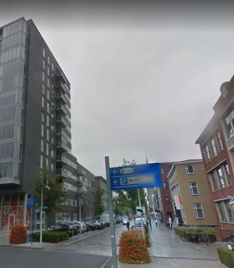 Agent in vrije tijd bewust aangereden en meegesleurd in Hengelo