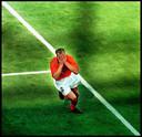 Dennis Bergkamp rent in extase weg nadat hij kort voor tijd de 2-1 heeft gemaakt namens Oranje tegen Argentinië in de kwartfinale van het WK 1998 in Frankrijk.