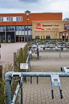 Pax Christi en Maaswaal College houden drive-in-uitreiking van diploma's