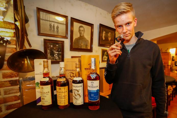 Jan van Boxmeer herkent whisky's aan de geur.