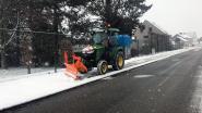 Sneeuwruimer maakt fietspad vrij