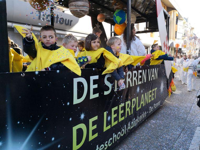 Kinderen van gemeenteschool De Leerplaneet in Adinkerke